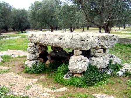 41_minervino-il-dolmen.jpg