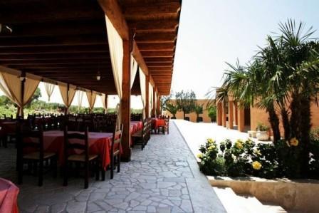 100_gallipoli-resort_12_sala_esterna.jpg
