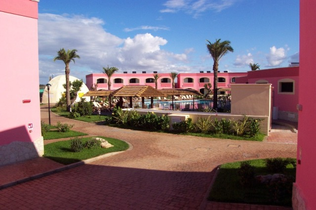 114_punta-grossa-hotel-residence-porto-cesareo_piscina2.jpg
