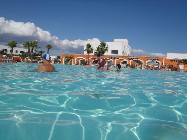 134_le-chiusurelle-residence_piscina.jpg