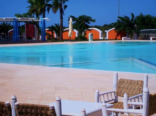 134_le-chiusurelle-residence_piscina2jpg.jpg