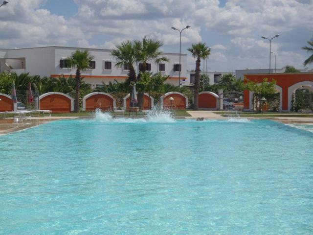 134_le-chiusurelle-residence_piscina3.jpg