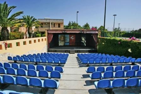 136_sairon-club-hotel_villaggio_sairon_torre_dell_orso_anfiteatro.jpg
