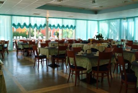 136_sairon-club-hotel_villaggio_sairon_torre_dell_orso_sala_ristorante.jpg
