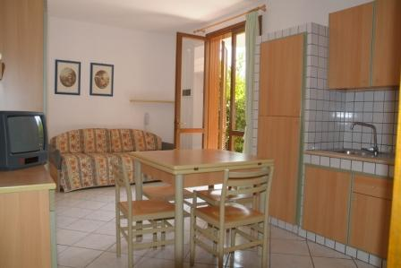 136_sairon-club-hotel_villaggio_sairon_torre_dell_orso_soggiorno_trilocale.jpg