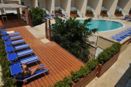 13_cala-saracena-family-club-residence_solarium.jpg