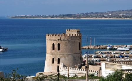 13_cala-saracena-family-club-residence_vista_torre.jpg