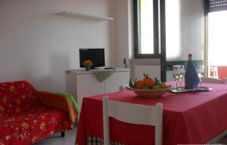 152_le-case-del-mare_case_del_mare_torre_pali_soggiorno.jpg