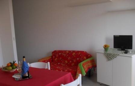 152_le-case-del-mare_case_del_mare_torre_pali_soggiorno2.jpg
