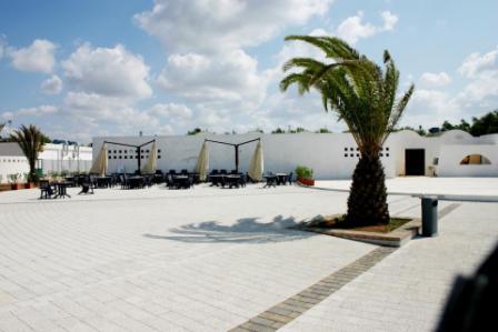 15_villaggio-club-residenza-torre-rinalda-_villaggio_torre_rinalda_piazzetta.jpg