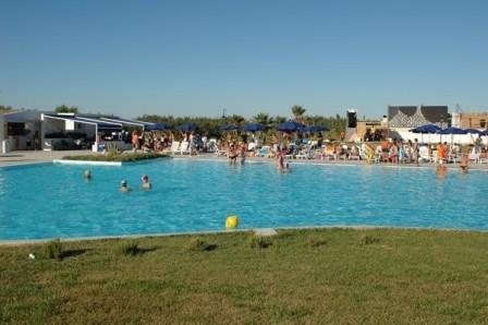 15_villaggio-club-residenza-torre-rinalda-_villaggio_torre_rinalda_piscina_4.jpg