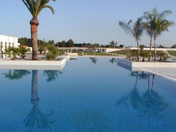 17_corte-del-salento-club-village_piscina.jpg
