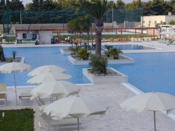 17_corte-del-salento-club-village_piscina2.jpg
