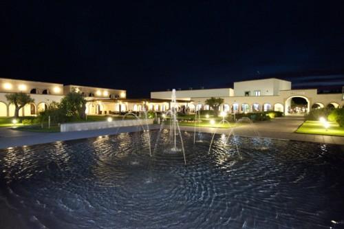 17_corte-del-salento-club-village_veduta_nottura2.jpg