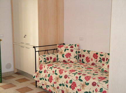 180_family-village-residence_divano_letto.jpg