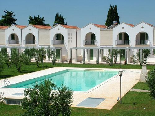 180_family-village-residence_piscina3.jpg