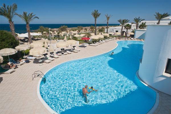 185_pietrablu-resort-spa_pietrablu_vista_piscina.jpg