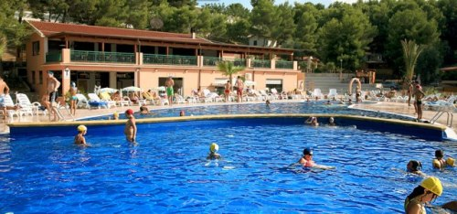 186_la-giara-villaggio-camping_villaggio_la_giara_vieste_piscina1.jpg