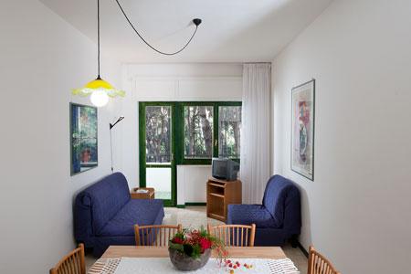 18_campoverde-club-residence_villaggio_campoverde_soggiorno_trilo_c.jpg