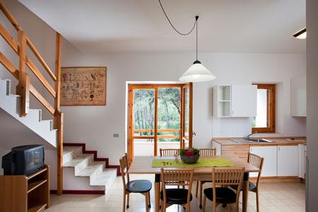18_campoverde-club-residence_villaggio_campoverde_soggiorno_trilo_d.jpg