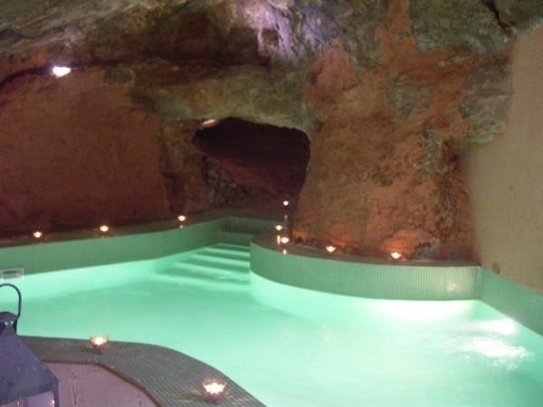 19_masseria-rottacapozza_piscina_idromassaggio.jpg
