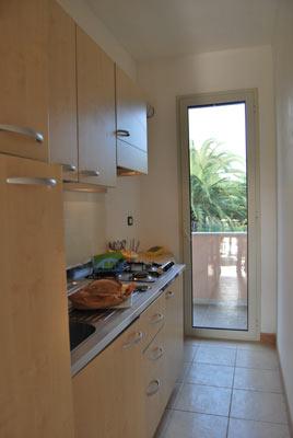 1_residence-vaia_residence_vaia_trilo_cucina.jpg