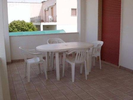 210_appartamenti-in-via-monti_monti_veranda_attrezzata.jpg