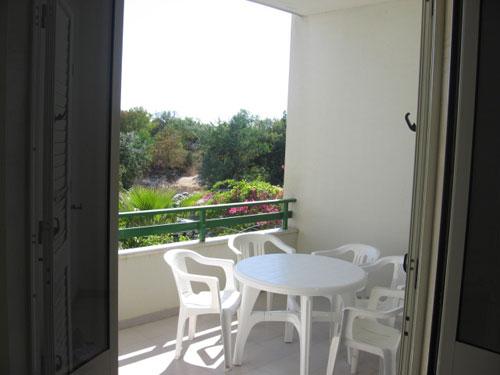 214_appartamento-baia-verde--via-glicine_balcone.jpg