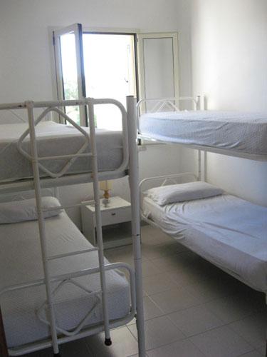 214_appartamento-baia-verde--via-glicine_camera_con_letti_castello.jpg