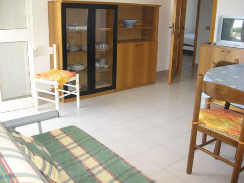214_appartamento-baia-verde--via-glicine_soggiorno.jpg