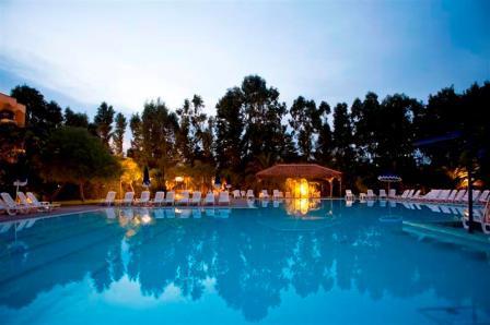 21_araba-fenice-residence_araba_fenice_piscina.jpg