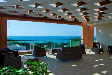 224_ravezzo-beach-hotel_salottini_vista_mare.jpg