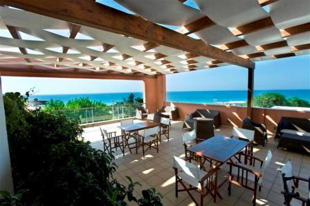 224_ravezzo-beach-hotel_terrazza.jpg