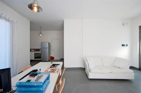 225_salento-residence-appartementi-sul-mare_salento-residence-soggiorno-trilo.jpg