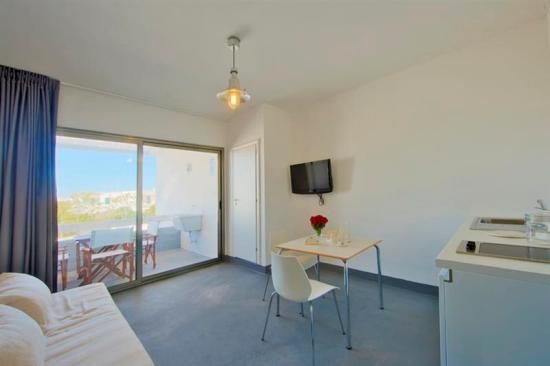 225_salento-residence-appartementi-sul-mare_salento-residence-soggiorno.jpg
