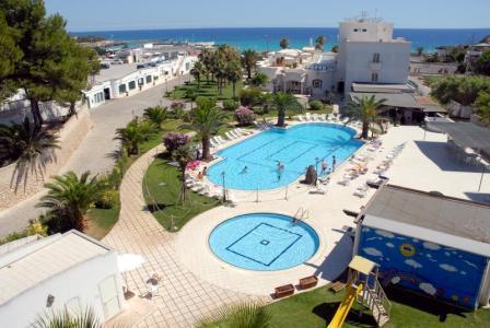 227_hotel-il-gabbiano_piscina.jpg