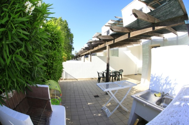 23_residence-blue-area-village_patio-con-barbeque.jpg