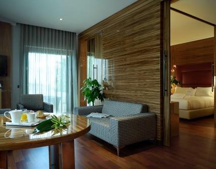 248_doubletree-by-hilton-acaya-golf-resort-_suite2.jpg