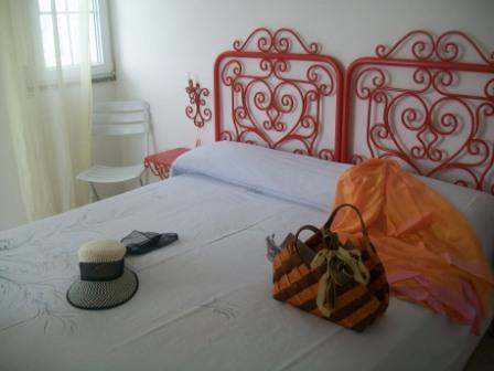 258_le-sorgenti-case-vacanza_appartamenti_le_sorgenti_camera.jpg