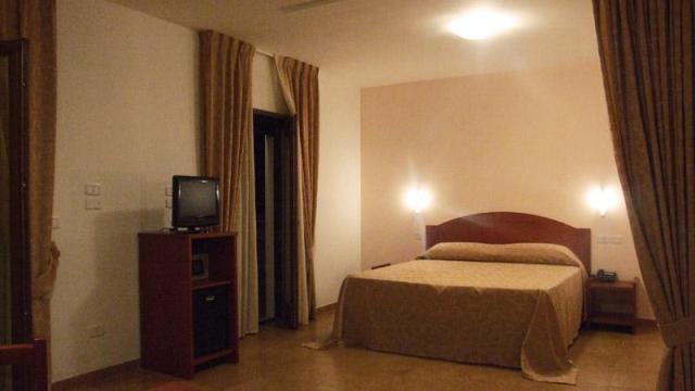 267_hotel-delle-more_hotel_delle_more_vieste_camera1.jpg
