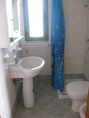 279_appartamenti-green--baia-verde_appartamenti_baia_verde_terrazzino_bagno.jpg