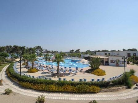 27_blu-salento-village_area_piscina.jpg