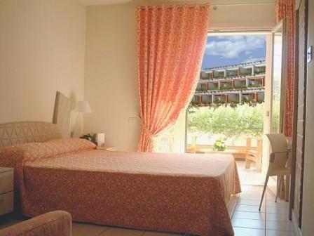 280_il-valentino-grand-village_valentino_villaggio_camera.jpg