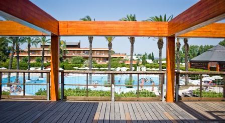 280_il-valentino-grand-village_valentino_villaggio_vista_piscina.jpg