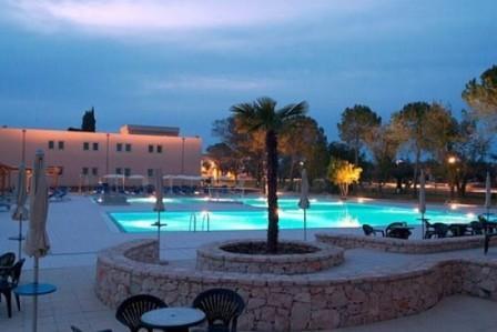 28_dolmen-sport-resort_piscina_tramonto.jpg