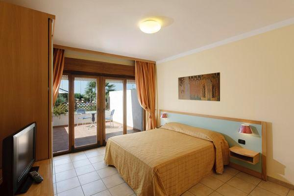 292_villaggio-club-eden-hotel_camera2.jpg