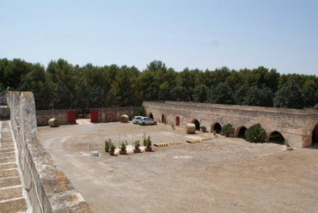 294_masseria-salmenta_area-cortile.jpg