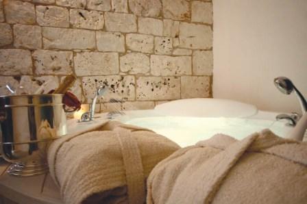 301_relais-la-fontanina-ristorante-wine-hotel_lamia_suite_champagne.jpg