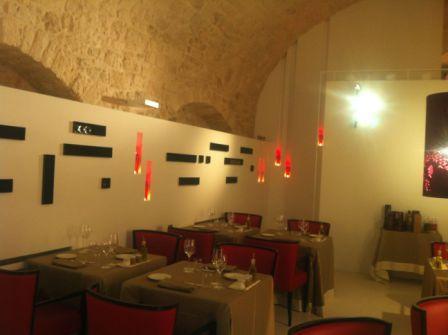 301_relais-la-fontanina-ristorante-wine-hotel_saletta_ristorante.jpg