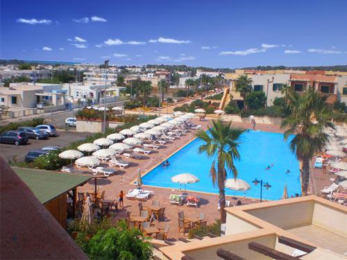 306_villaggio-hotel-arco-del-saracino_piscina3.jpg